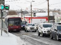 Улица Металлургов в Туле встала в пробке из-за ДТП с автобусом, Фото: 5