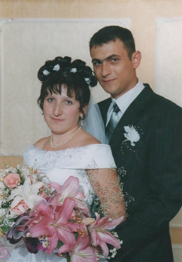 Сегодня мужа поздравляю, В день свадьбы я тебе желаю – Чтоб, как и 10 лет назад, Не отводил от меня взгляд.Чтобы всегда счастливым был,И сильно ты меня любил. Сегодня праздник наш с тобой,Скажу – да здравствует любовь!                                                                                        23 июля 2015 года у нас годовщина 10 лет!