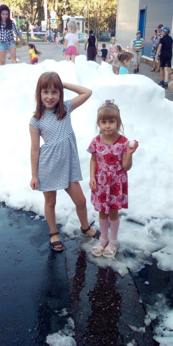 Играем в снежки в июле)