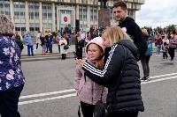 Толпа туляков взяла в кольцо прилетевшего на вертолете Леонида Якубовича, чтобы получить мороженное, Фото: 71
