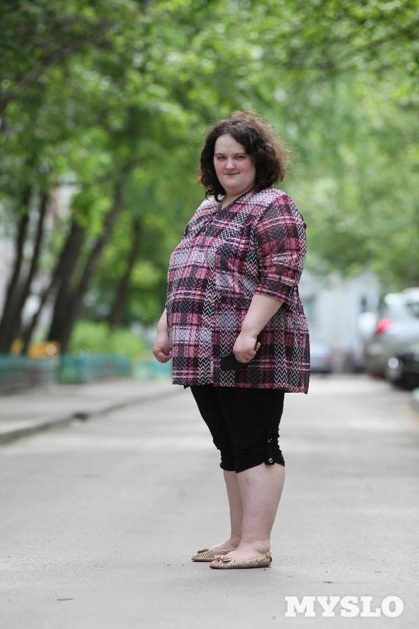 Кристина Елисеева, 21 год. Рост 164 см, вес 124 кг: «Лишний вес мешает активно двигаться. А у меня маленький ребёнок, он требует много внимания энергии. Мне очень хочется похудеть, потому что начинаются проблемы со здоровьем: ноги и поясница безумно болят, и ещё, конечно, хочется нравиться самой себе и, соответственно, своему мужчине».