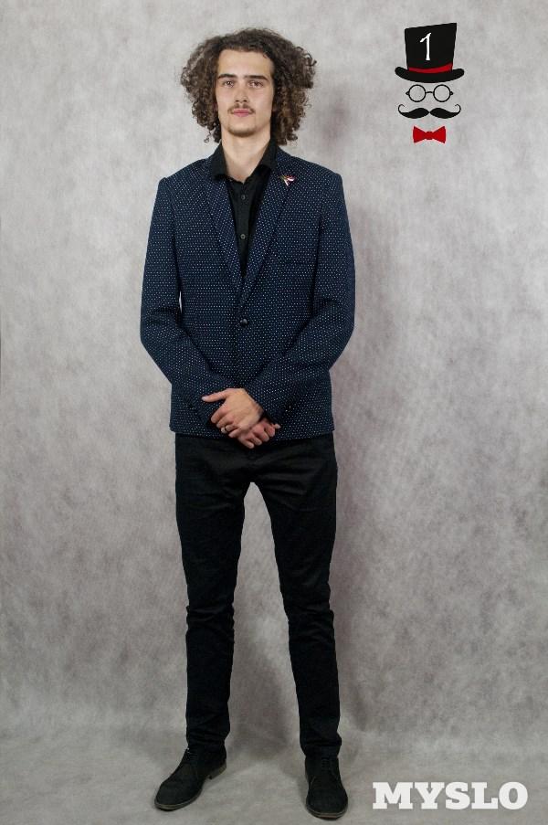 Никита Гвоздев, 16 лет. Рост 198 см. Студент хореографического отделения Тульского областного колледжа культуры и искусств. Играет в баскетбол, увлекается музыкой и танцами.