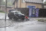 На ул. Циолковского автомобиль снес остановку, Фото: 11