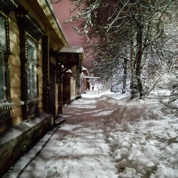 Улица Макса Смирнова в пушистый зимний вечер