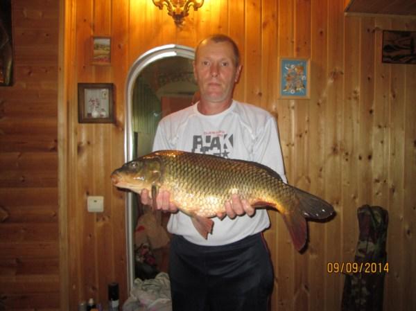 Мой любимый папочка) Вот такую рыбу поймал в начале сентября! Мой умничка!