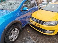 В Туле таксист из-за пробитого колеса попал в ДТП, Фото: 1