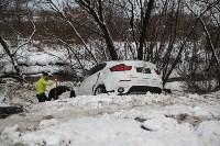 В Туле опрокинувшийся в кювет BMW вытаскивали три джипа, Фото: 3