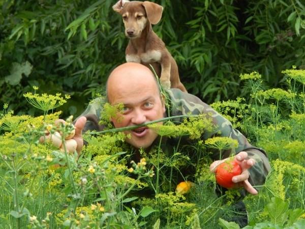 Во саду ли, в огороде.