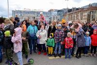 Толпа туляков взяла в кольцо прилетевшего на вертолете Леонида Якубовича, чтобы получить мороженное, Фото: 20