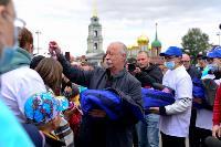 Толпа туляков взяла в кольцо прилетевшего на вертолете Леонида Якубовича, чтобы получить мороженное, Фото: 51