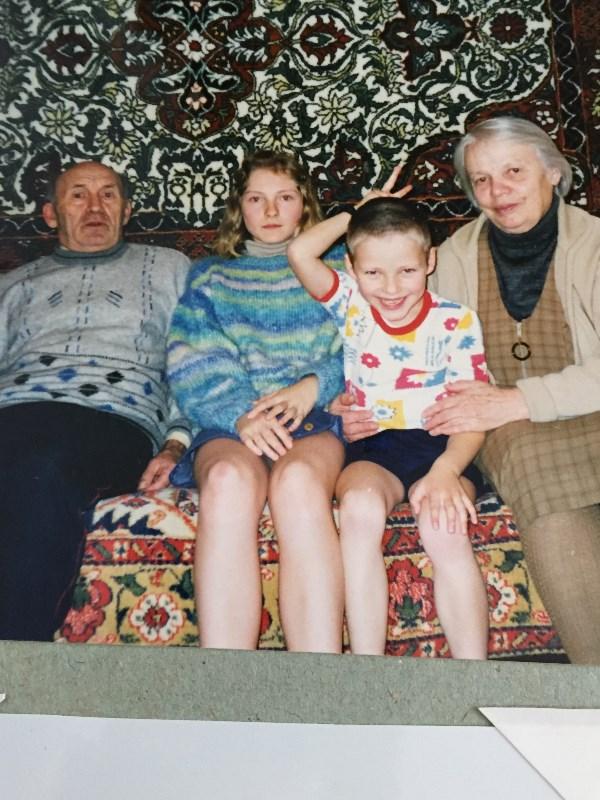 Вот оно счастье- дедушка с бабушкой ещё живы