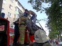 В Туле пожарные эвакуировали жителей подъезда пятиэтажки, Фото: 2