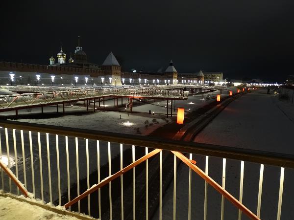 Ночь, улица и много много фонарей.