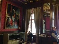 Внутреннее убранство Несвижского замка не похоже на привычные нам царские покои. Потолки низкие, все темное как будто закопченое. И это самая богатая в европе фамилия Радзивиллы владели чуть ни не всей казной, Фото: 1