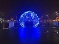 На входе на площадь Ленина установили светящийся шар, Фото: 2