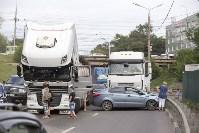 В Туле на Калужском шоссе столкнулись фура и легковушка, Фото: 8