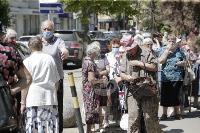 В Туле пенсионеры толпятся в огромной очереди на продление проездных, Фото: 17