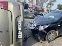 В Туле на ул. Оборонной Renault Logan после ДТП опрокинулся набок, Фото: 1