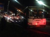 На улице Пузакова пассажирский автобус съехал с дороги, Фото: 6