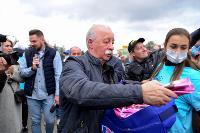 Толпа туляков взяла в кольцо прилетевшего на вертолете Леонида Якубовича, чтобы получить мороженное, Фото: 43