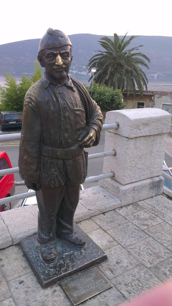 Герцег Нови. Памятник чудаку трубочисту