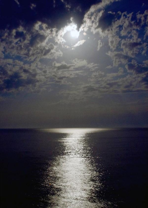 Море, небо, Луна...