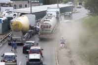 В Туле на Калужском шоссе столкнулись фура и легковушка, Фото: 3