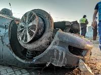 В Туле перевернувшаяся легковушка приземлилась у автомойки, Фото: 1