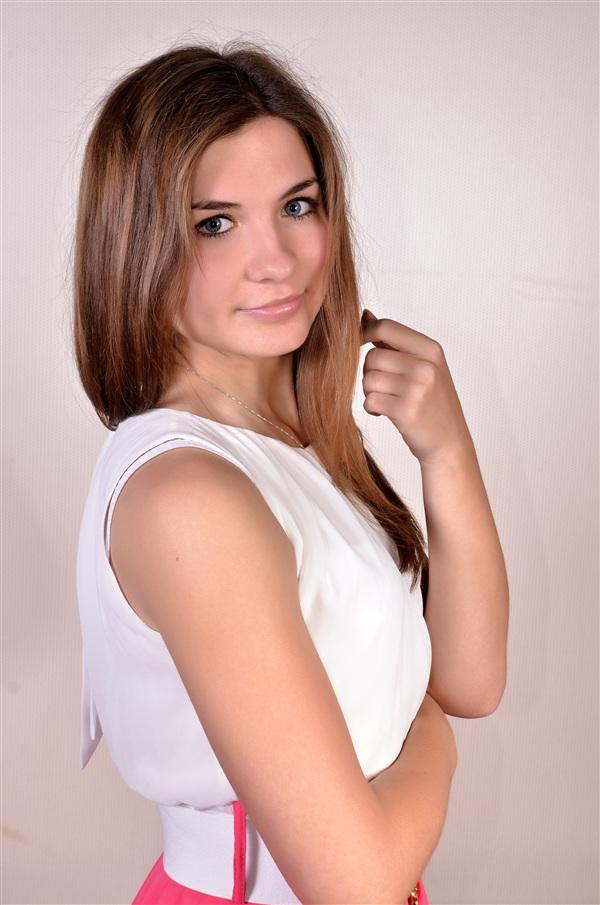 Алиса Овсянникова, 19 лет. РЭУ им. Г. В. Плеханова, экономист. Алиса классно танцует! Любит джаз-модерн и лирический хип-хоп. Также девушка увлекается психологией и очень любит читать.