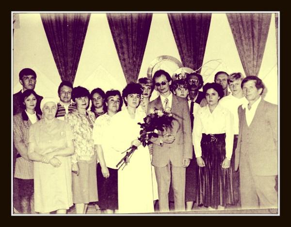 Часть моей семьи. Кого то уже нет в живых, кто то родился. Кто то не смог приехать на нашу свадьбу. Но в целом все те же. Встречаемся, общаемся. Фото сделано в 1994 году.