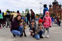 Толпа туляков взяла в кольцо прилетевшего на вертолете Леонида Якубовича, чтобы получить мороженное, Фото: 77