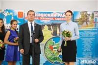 Дмитрий Медведев вручает медали выпускникам школ города Алексина, Фото: 11