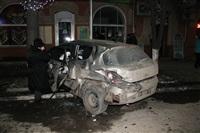 В центре Тулы после ДТП иномарка отлетела на ступени магазина , Фото: 9