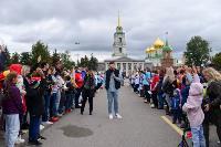 Толпа туляков взяла в кольцо прилетевшего на вертолете Леонида Якубовича, чтобы получить мороженное, Фото: 15