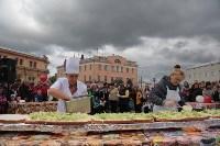 Гигантский гамбургер на площади, Фото: 13
