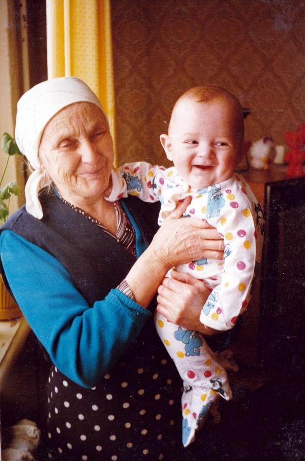 Счастье детства. С прабабушкой. Январь 1996 год