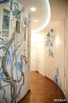 Природные мотивы – фишка этого интерьера. Они повсюду – в росписи стен, узоре витражей, рисунке обоев и дизайне штор, Фото: 26