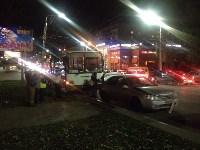 На улице Пузакова пассажирский автобус съехал с дороги, Фото: 5