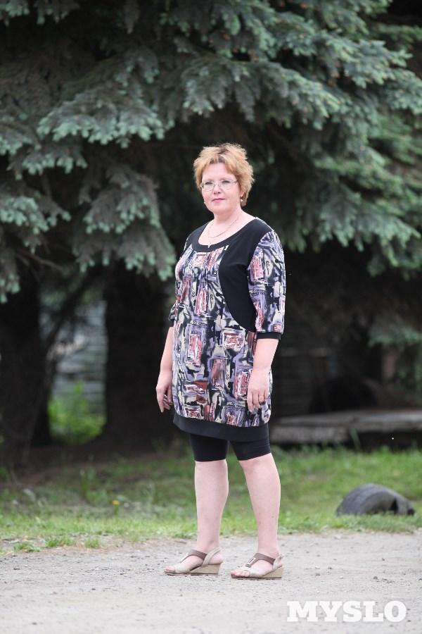 Виолетта Столярова, 48 лет. Рост 167см, вес 87 кг: «С лишним весом я начала бороться сразу после школы. Дело шло с переменным успехом. Сейчас лишний вес уже сказывается на здоровье. Почти два года назад ушёл из жизни мой муж. И теперь я коротаю вечера в компании с телевизором и... булок с вареньем. Хотелось бы похудеть, чтобы улучшить самочувствие и, возможно, наладить личную жизнь».