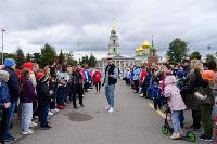 Толпа туляков взяла в кольцо прилетевшего на вертолете Леонида Якубовича, чтобы получить мороженное, Фото: 16