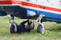 В кремле приземлился вертолет, который установит шпиль колокольни, Фото: 15