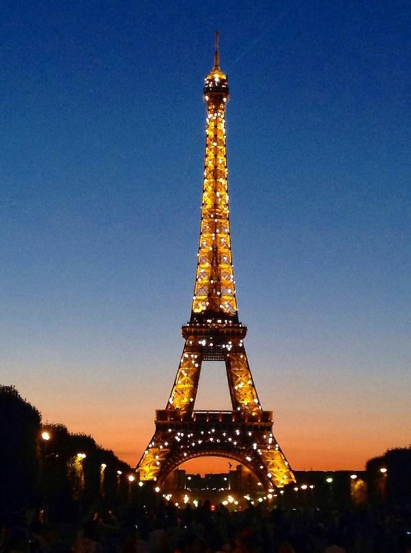 Ночной Париж.