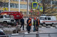 В центре Тулы на грузовую фуру упал электрический столб, Фото: 4