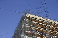 В Туле со здания ТулГУ сильный ветер снес строительные леса, Фото: 12