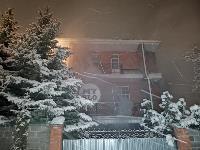 В Туле пожарные вынесли из горящего особняка больную женщину, Фото: 11