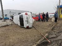 В Туле Volkswagen вылетел с дороги и приземлился на Hyundai, Фото: 2