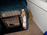 Кошки и собаки, проигравшие битву с мебелью, Фото: 9