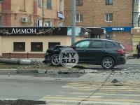 В Туле внедорожник BMW повалил столб ЛЭП, Фото: 1