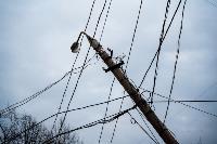 В центре Тулы на грузовую фуру упал электрический столб, Фото: 9