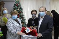 Депутаты Тульской облдумы подарили пациентам областной детской больницы новогодние подарки, Фото: 13